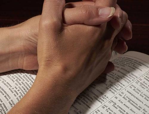 Hur du kan använda Bibeln när du ber